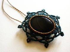 Broche - Collar Macrame Onix. Handmade Onix Brooch - Necklace. Broche - Onix Collier macramé main de GipsyCrafts en Etsy