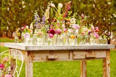 Table of flowers http://rstyle.me/n/jppevnyg6