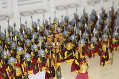 Incredible LEGO Roman Temple of Minerva with parading legionaries Lego Mechs, Lego Minifigs, Box Container, Lego Knights, Lego Army, Lego Pictures, Amazing Lego Creations, All Lego, Lego Castle