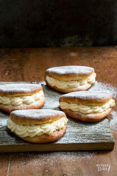 Roombroodjes zelf bakken - recept / Wite bread with cream - recipe - baking Dutch Recipes, Sweet Recipes, Baking Recipes, Baking Bad, Bread Baking, Netherlands Food, Sweet Pie, Cream Recipes, Cupcake Cakes