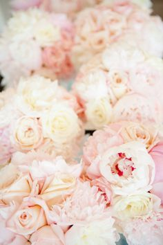 The bride's not the only thing blushing with these romantic #bouquets.   Photography: Kelly Dillon Photography - www.kellydillonphoto.com