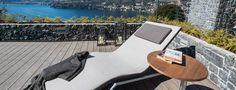 Server Wave è un tavolino per outdoor dal design moderno, essenziale e minimalista realizzato in acciaio verniciato impreziosito da pianale in legno Iroko, Teck, Hpl , Cristallo. Outdoor Furniture, Outdoor Decor, Sun Lounger, Waves, Home Decor, Minimalist, Chaise Longue, Decoration Home, Room Decor