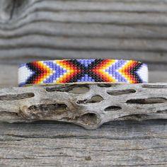 off loom beading techniques Loom Bracelet Patterns, Bead Loom Patterns, Loom Bracelets, Jewelry Patterns, Beading Patterns, Beading Ideas, Native American Beadwork, Native American Jewelry, Beading Projects
