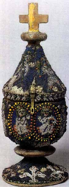A pyx (wooden box for communion wafers) covered with bead embroidery; Lower Saxony, second half of 1200s.