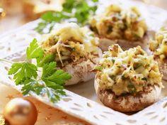 Festliche gefüllte Champignons   Zeit: 30 Min.   http://eatsmarter.de/rezepte/festliche-gefuellte-champignons