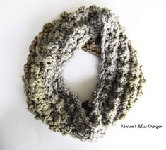 Quick & Easy Chunky Cowl Crochet Pattern - Maria's Blue Crayon
