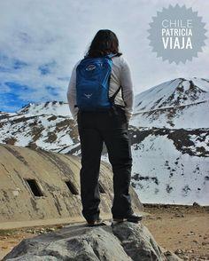 """Fazendo pose pra mostrar o look... e pensando """"vou subir nessa pedra porque naquela montanha lá eu não consigo"""" o tempo passa muito rápido viva cada dia sem arrependimentos ...  #chile #americadosul #sudamerica #viagem #viajar #ferias #vacaciones #trip #travel #inverno #photooftheday #santiago #invernofiero #soufiero #voudefiero #ospreypacks #ospreybrasil #osprey #neve #nieve #snow #sanjosedelmaipo"""
