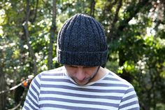 Mariner's hat knitting pattern - by Handy Little me. Make a ribbed Mariner's hat with this free and easy to print out pattern. Knitting Basics, Easy Knitting, Knitting Patterns Free, Knit Patterns, Chunky Hat Pattern, Beanie Pattern, Knitting Abbreviations, Knit Hat For Men, Mad Hatter Hats