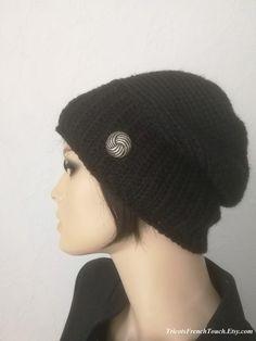 1d58facfb8c Bonnet femme en laine.Bonnet noir fait main au crochet.Bonnet accessoire de  mode