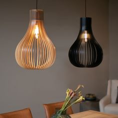 The Zita pendant lamp has a slotted lampshade in natural wood with a black edge. This ceiling lamp has a stylish vintage look. Interior Lighting, Home Lighting, Interior Styling, Lighting Design, Pendant Lamp, Pendant Lighting, Nice Curves, Light Decorations, Light Bulb