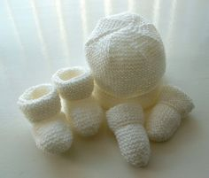 Enemble Layette Bonnet, chaussons et moufles écru naissance à 3 mois : Mode Bébé par danielainetricots