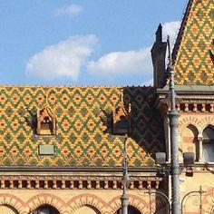 #budapest #hungary #nofilterneeded #ihavethisthingwithroofs #jesuistombeesouslecharme
