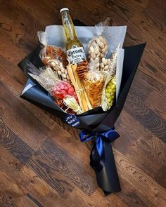 Father Birthday Gifts You meet Valentines Bricolage, Valentines Diy, Valentine Day Gifts, Food Bouquet, Candy Bouquet, Liquor Bouquet, Homemade Gifts, Diy Gifts, Beer Gifts