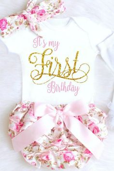 The sweetest Baby Girl First Birthday Outfit EVER! Its my First Birthday Onesie with floral bloomers make the perfect 1st Birthday Outfit for Girls! #firstbirthdayoutfit #firstbirthday #1stbirthdayoutfit #firstbirthdaysummer