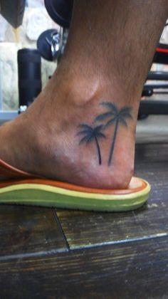 #tropical #tattoo #palmtree #yokohama #slapsticktattoo #horitaka Tropical Tattoo, Yokohama, Fish Tattoos, Tattoo Ideas