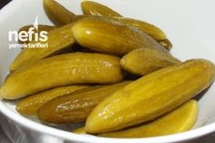 Salatalık Turşusu Yapımı Tarifi Greek Cooking, Easy Cooking, Cooking Recipes, Turkish Recipes, Greek Recipes, Wie Macht Man, Good Food, Yummy Food, Vegetable Drinks