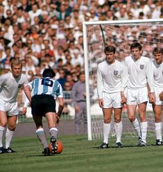 England 1 Argentina 0 in 1966 at Wembley. Jorge Solari takes a free kick for Argentina in the World Cup Quarter Final. Argentina Football Team, 1966 World Cup Final, English Football League, Soccer Pro, England International, World Cup Winners, England Football, Free Kick, Vintage Football