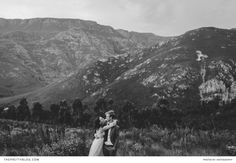 Outdoor wedding couple shoot between the mountains | Photography by Kikitography