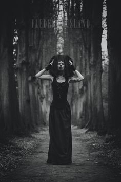 Shadowed Dreams / Black and White  Triz Täss  Germany  http://STRKNG.com/model-triz+t%c3%a4ss.547377499c53930396jn83ygh7547377499c585.html    #Black_and_White #Germany #bestof #international #contemporary #photography #strkng #picoftheday