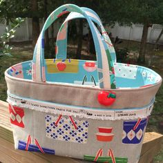 """The One Hour Basket revisited!  Added outer pockets and 13"""" covered handles on the side for easy carry!  I love it so much!  Thanks @kristavor for the great idea!  #onehourbasket #1hourbasket #hourbasket  This is for my swap sister at Mini Stash Bash (she is not on IG or FB)."""