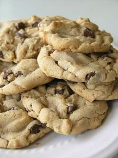 Here's a quick recipe for some chewy and totally delicious peanut butter chocolate chip cookies. I do not have a clue where the recipe originated from, it's just one that's been in my recipe stash forever. Chip Cookie Recipe, Cookie Recipes, Dessert Recipes, Peanut Butter Recipes, Sweet Cookies, Yummy Cookies, Sweet Treats, Pavlova, Just Desserts