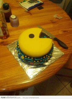 One of the cutest PAC man cakes i've seen. Cake Cookies, Cupcake Cakes, Cupcakes, Pac Man Cake, Cute Food, Yummy Food, Pac Man Party, Burger Cake, Just Cakes
