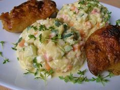 Cukety, mrkev a celer dáme vařit na páru. Cuketu je lepší nechat vcelku, jinak nasákne moc vodou a salát bude příliš řídký. Ostatní ingredience... Guacamole, Potato Salad, Recipies, Potatoes, Chicken, Meat, Cooking, Ethnic Recipes, Food