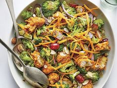 You will never again have trouble getting your family to eat broccoli once you serve them this main dish salad. Filled with crispy chicken tenders, Main Dish Salads, Dinner Salads, Main Dishes, Broccoli Salad, Chicken Broccoli, Salad Chicken, Summer Salad Recipes, Summer Salads, Easy Cooking