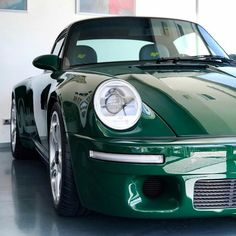 Ruf in Irish Green : Porsche – affordable cars Porsche 964, Porsche Carrera, Porsche Classic, Bmw Classic Cars, Classic Auto, Porsche Sports Car, Porsche Cars, Ruf Automobile, Porsche Sportwagen