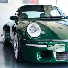 Ruf in Irish Green : Porsche – affordable cars Porsche 964, Porsche Carrera, Porsche Classic, Bmw Classic Cars, Classic Auto, Porsche Sports Car, Porsche Cars, Auto Girls, Dodge
