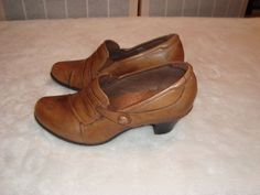 New Balance Cobb Hill Sz 8M Women's Brown Leather Caiobal  Slip On Heel Shoes #CobbHill #SlipOn