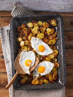 Röstkartoffeln vom Blech – Habe ich kürzlich getestet und kann ich nur wärmst… Roasted potatoes from the tin – I recently tested and I can only warmly recommend. I Love Food, Good Food, Yummy Food, Easy Cooking, Cooking Recipes, Healthy Recipes, Radish Recipes, Tasty Videos, Potato Dishes