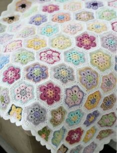 Discover thousands of images about Crochet African Flower aka Paperweight blanket, notice 5 rounds, white background, jayg? p i i p a d o o: Kes Crochet Motifs, Crochet Squares, Crochet Blanket Patterns, Baby Blanket Crochet, Crochet Stitches, Granny Squares, Afghan Blanket, Crochet Home, Knit Or Crochet