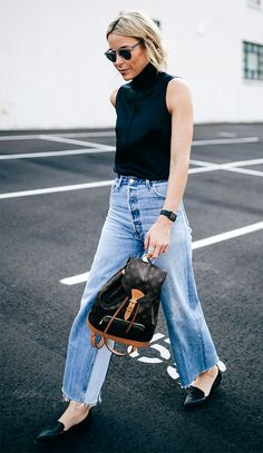 Street style look com calça jeans. Denim Fashion, Look Fashion, Jeans Claro, Happily Grey, Casual Outfits, Summer Outfits, Estilo Denim, Latest Fashion For Women, Womens Fashion