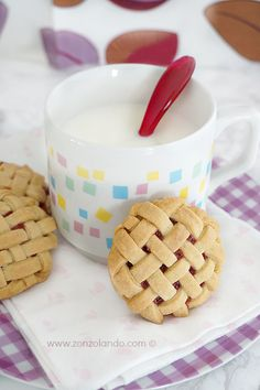 Biscotti intrecciati alla fragola - Weaving cookies | From Zonzolando.com