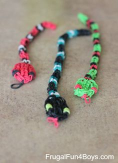 How to make Rainbow Loom snakes - you can make them as long as you want! Tutorial video in the post.