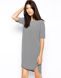 And now I'm going to accessorize this dress. It's an oversized t-Shirt dress, but with a bold statement flat and a edgy necklace- it'd be a fashion success! Or- it could be worn low key like in the photo. Either way is a sure fire yes. •~•Sh