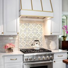 Wouldn't it be fun to prepare for Thanksgiving in this cozy all white kitchen? Features our Duquesa Catarina hand painted tile over the stove. Design by Kitchen Stove, Kitchen Tiles, Diy Kitchen, Kitchen Decor, Kitchen Cupboard, Kitchen Counters, Floors Kitchen, Kitchen Paint, Kitchen Interior
