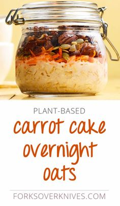 Carrot Cake Overnight Oats Carrot cake for breakfast? Naturally sweet grated carrots and almond milk give these overnight oats a dessert-like flavor. This easy vegan breakfast is also laced with cinnamon and nutmeg, the classic carrot cake spices. Breakfast And Brunch, Plant Based Breakfast, Breakfast Cake, Ideas For Breakfast, Gourmet Recipes, Whole Food Recipes, Cooking Recipes, Cooking Ham, Cooking Ribs