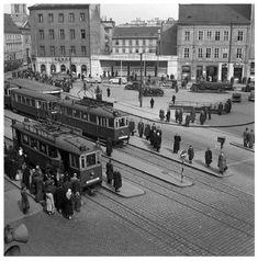 Doprava v hlavnom meste je v súčasnosti témou číslo jedna. Ako sa za tie roky menila? - BratislavaDen.sk Bratislava, Old Street, Php, Time Travel, Old Photos, Nostalgia, Street View, Squares, Ulice