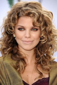 AnnaLynne McCord, long curls with short layers. I like her hair...I could do that