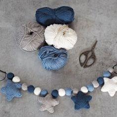 Gift Baskets, Crochet Baby, Tassel Necklace, Baby Gifts, Crochet Patterns, Baby Boy, Knitting, Drinks, Crafts