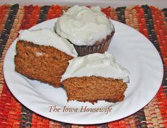 The Iowa Housewife: Pumpkin Cupcakes with Maple Frosting