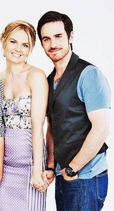 Once Upon a Time Comic Con 2013 Jennifer Morrison and Colin o'Donoghue Captain Swan time guys!!!!!