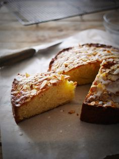 Pear and almond cake Pear And Almond Cake, Almond Cakes, Challa Bread, Gateau Cake, Afternoon Snacks, Let Them Eat Cake, Banana Bread, Nom Nom, Sweet Tooth