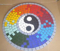 Tampo de mesa em MDF, revestido com mosaico, material usado cerâmica,  Pode ser usado como mandala e fixar na parede.  Feito sob encomenda