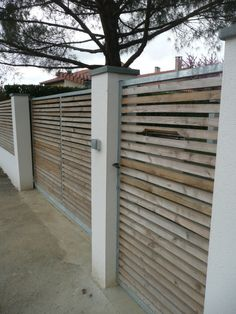 Aménagement bois   portail et inclusion de la boîte aux lettres   Constans  Paysage Portail Maison 5efd2dc3560b
