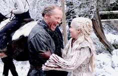 Iain Glen and Emilia Clarke behind the scenes Game Of Thrones Season 8 Arte Game Of Thrones, Game Of Thrones Cast, Game Of Thrones Quotes, Game Of Thrones Funny, Ser Jorah Mormont, Emilia Clarke Daenerys Targaryen, The Mother Of Dragons, Bear Island, Iain Glen