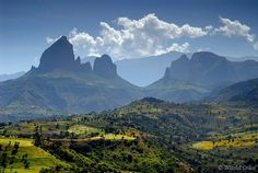 Ethiopia: Incredible image of the Simien mountains, including the Ras Dashen (highest mount,) discovered on :  http://scyl.net/africa/wiki/index.php/Simien_Mountains_NP