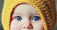 www.kamieophotography.com    The Little Maiden Bonnet is simple to make, and looks super cute on little girls! Since the bonnet has...